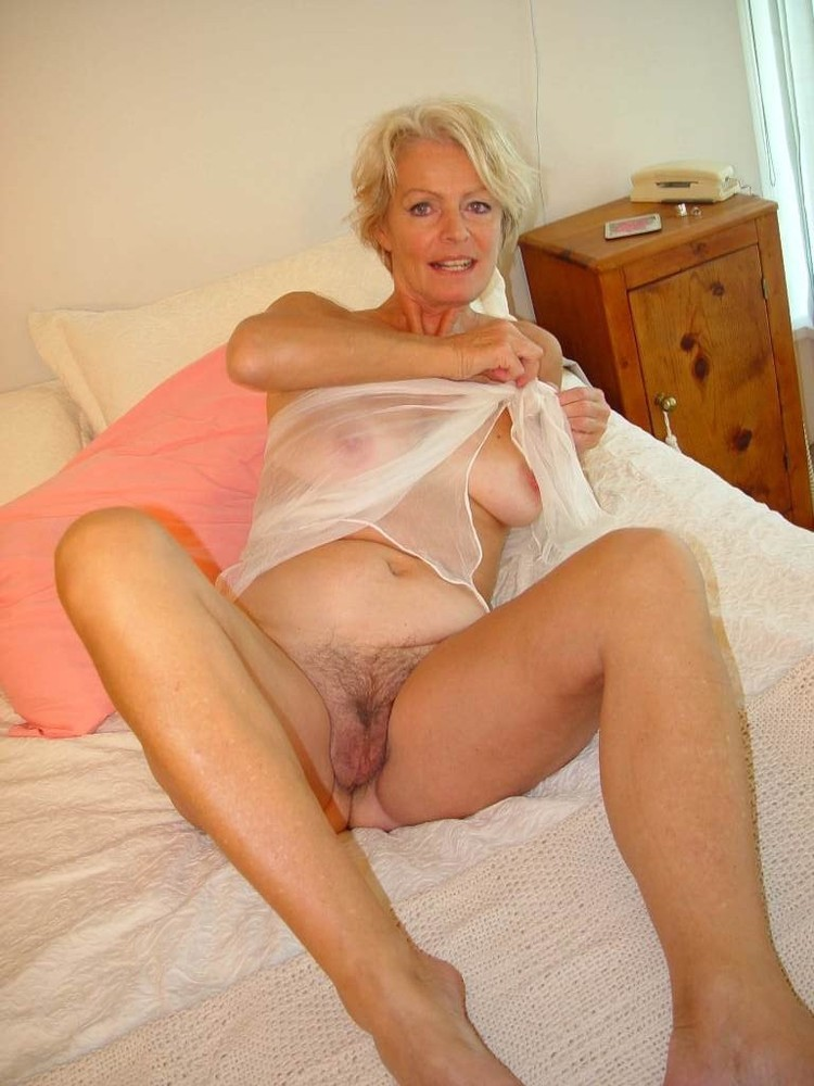 sexiest-older-women-nude