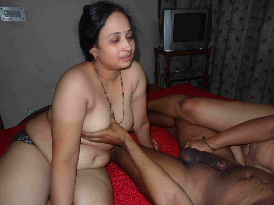 image South indian telugu aunty show her boobs to her customer