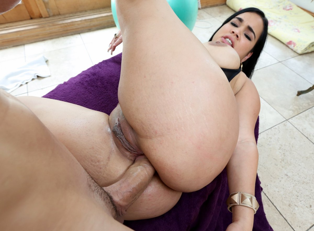 Thick Latina Squirt
