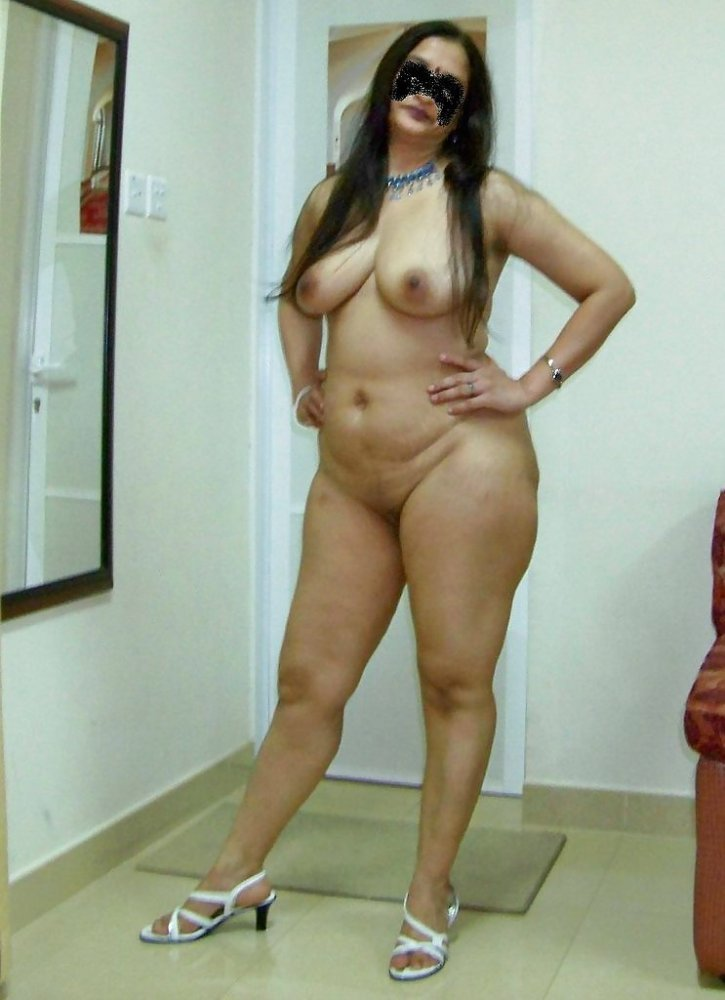 Hot and sexy naked aunts