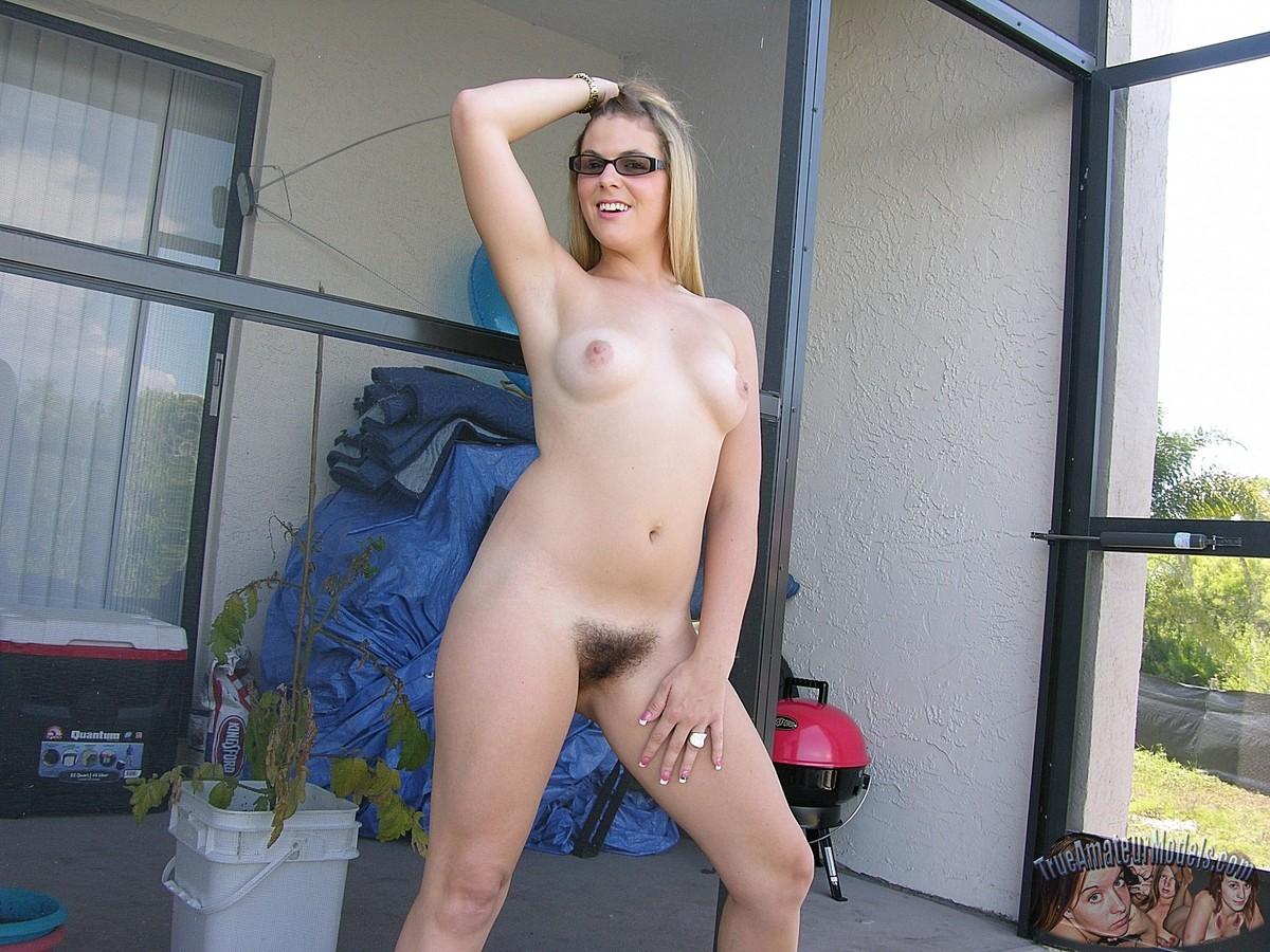 Amateur chubby high heel nude