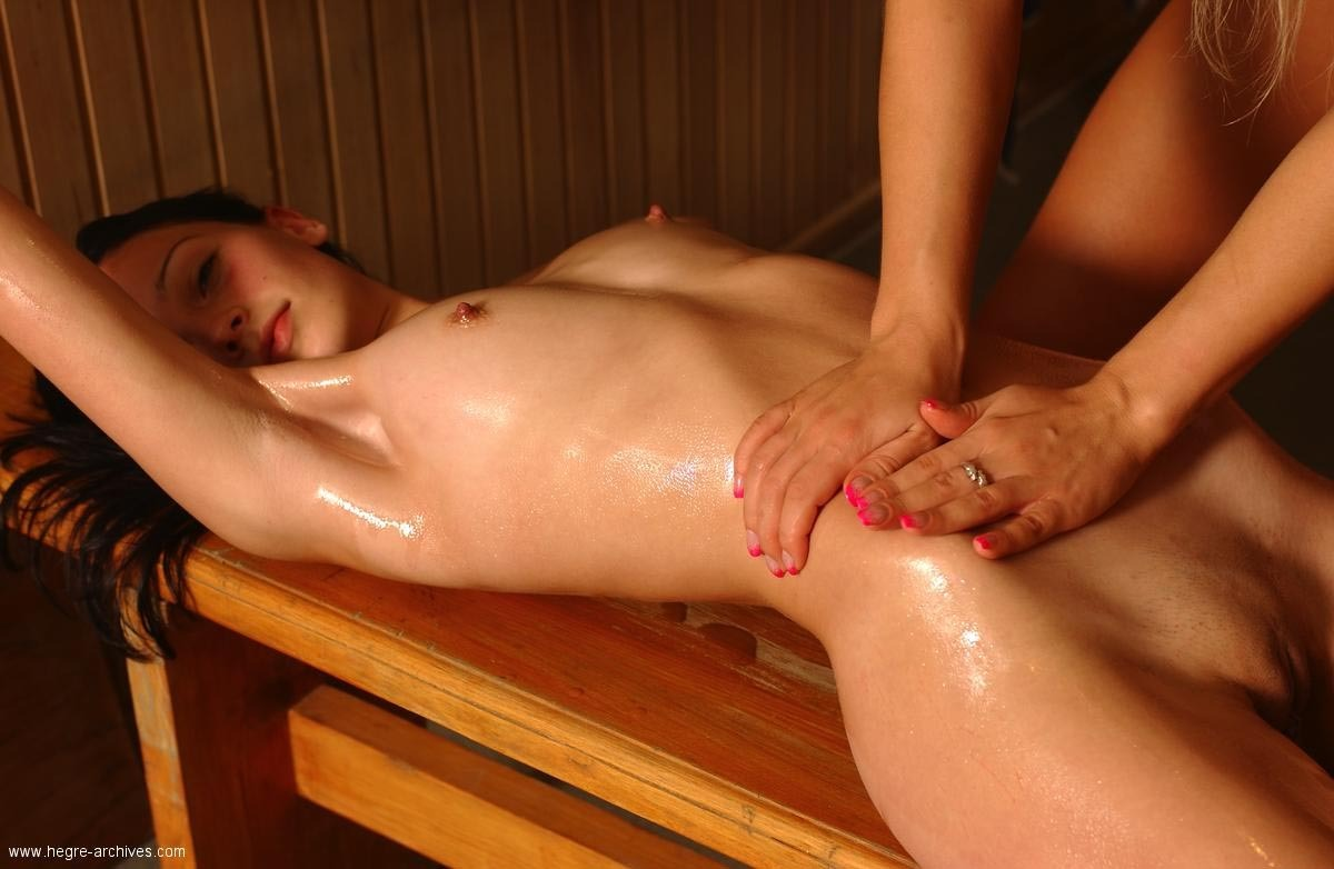 pussy-close-naked-girl-getting-a-massage-sexually-vids-cum