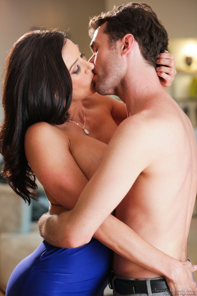 kissing-a-married-pussy-erwin-olaf-mature-series