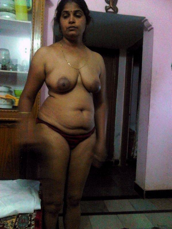 desi-tamil-teacher-naked-gates-nude-photo