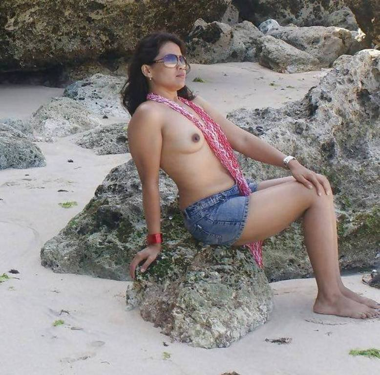 Sexy indian girl topless mumbai beach
