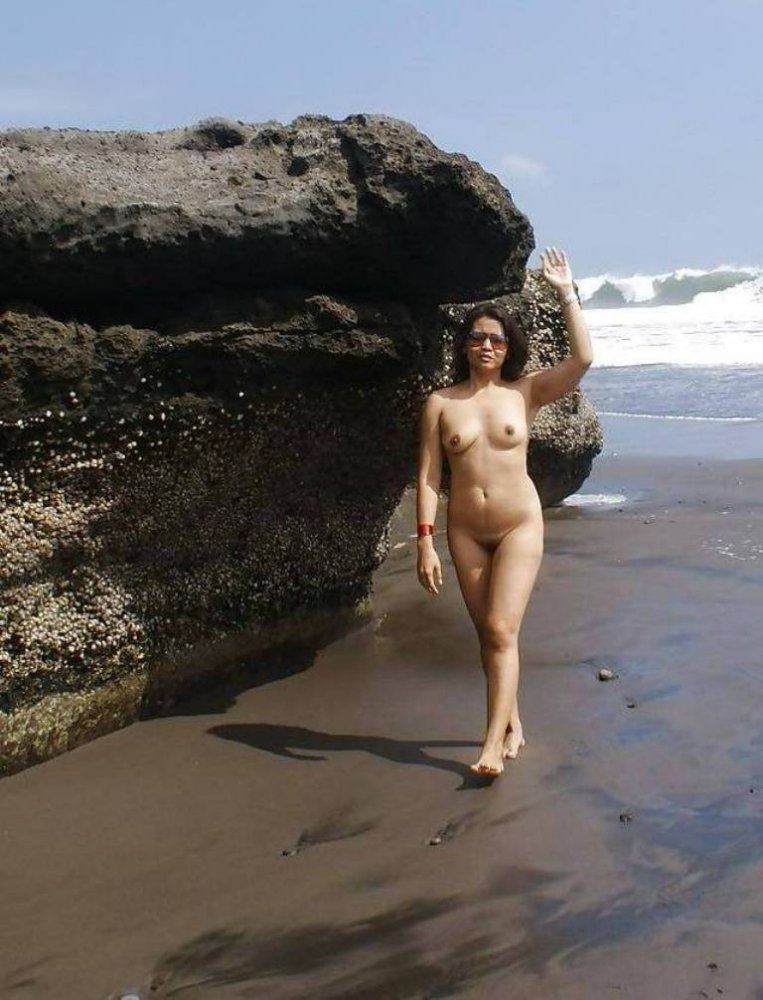 pakistani-pussy-on-beach