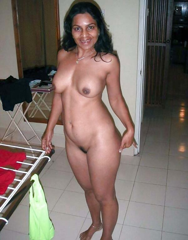 desi-lonely-wife-nude