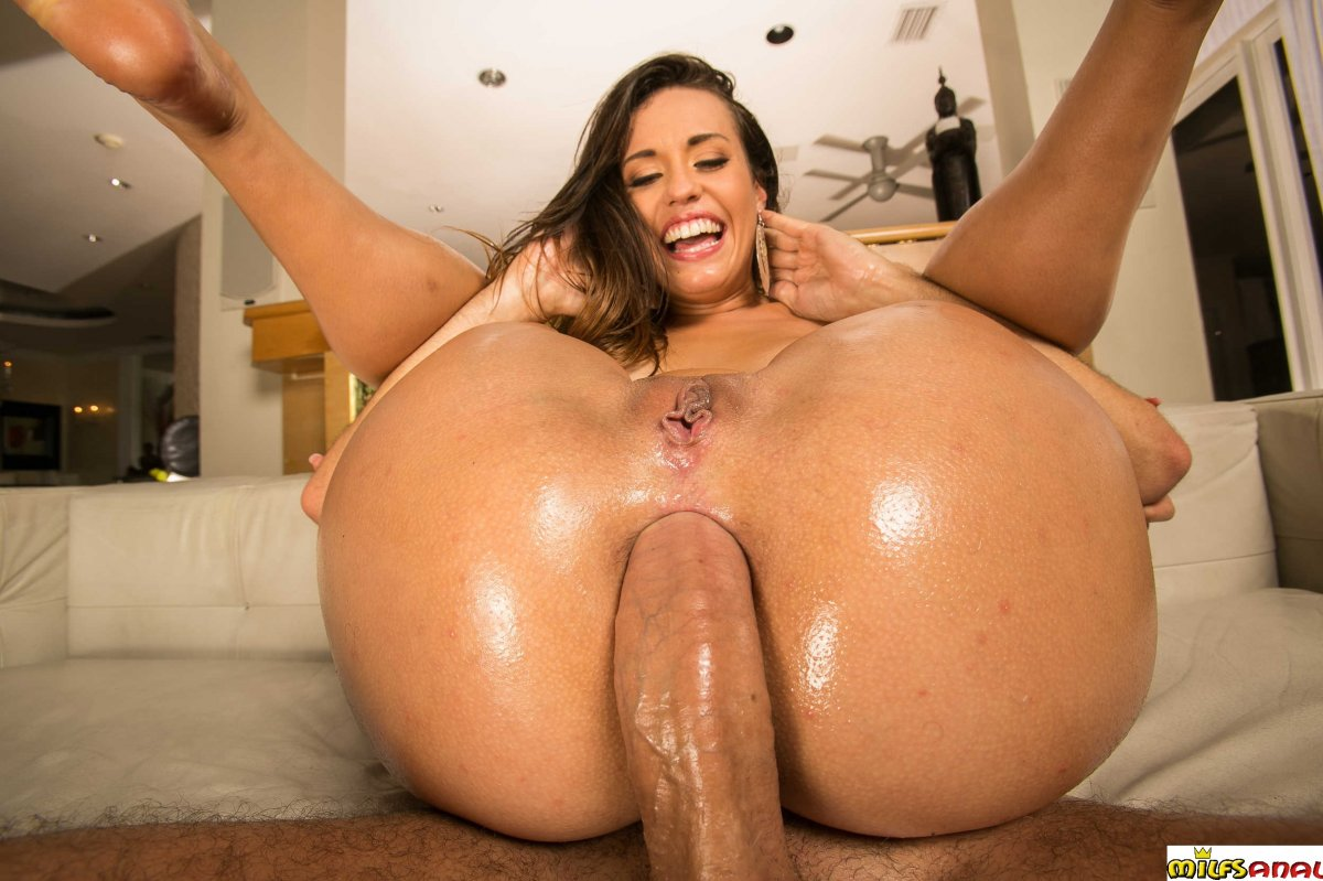 Rare huge oiled boobs and ass porn
