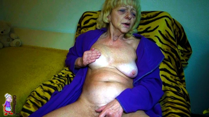 Old pussy fingering