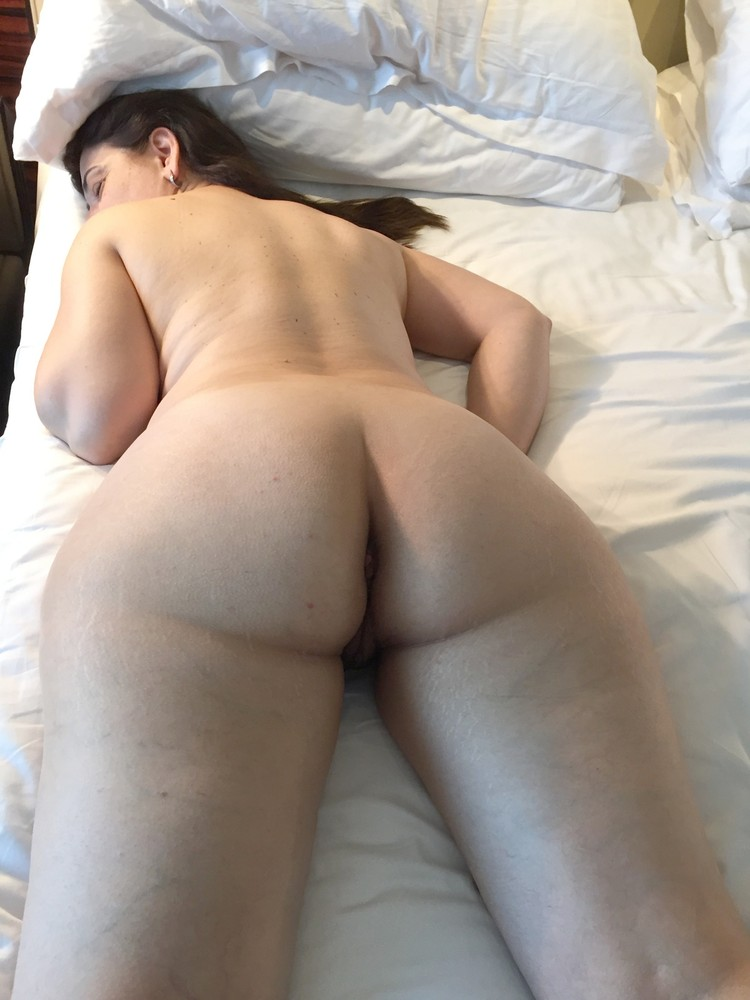 2 woman fisting ass