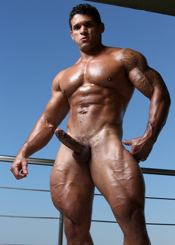 nude-male-bodybuilder