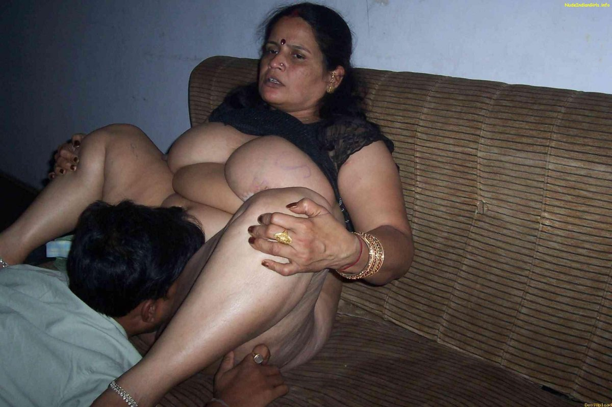 Amateur indian delhi squirting her pussy on 1