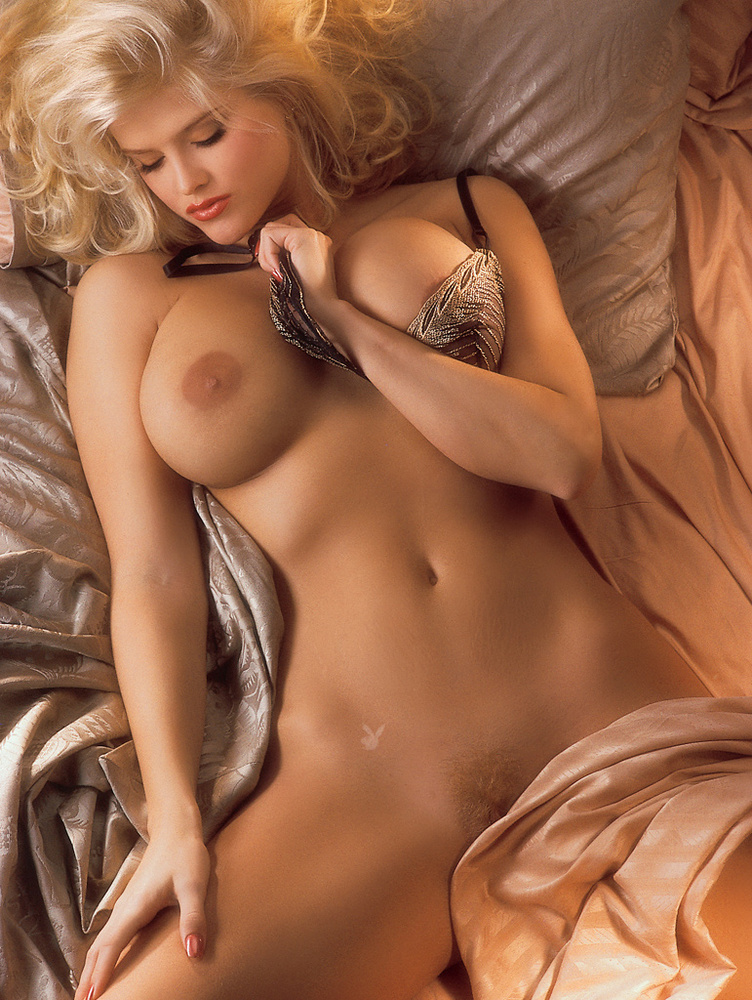 Young girls that look like anna nicole smith nude — photo 7