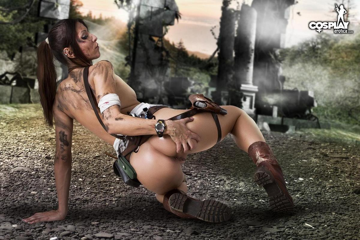 Tomb raider lara croft cosplayer masturbating and sucking a huge dildo