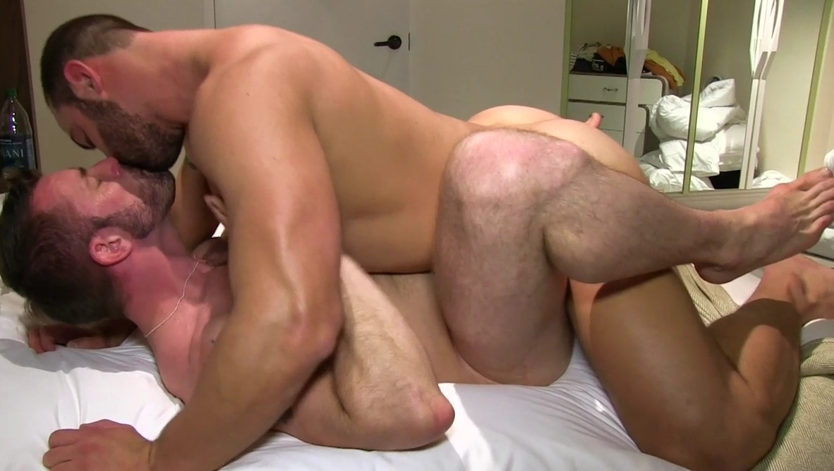 gay blond muscle stud porn
