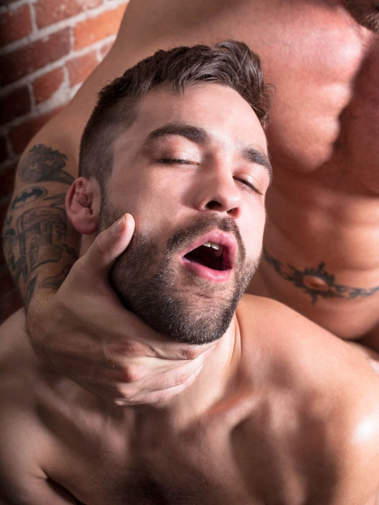Teen straight giving blowjob in threesome in gay fraternity