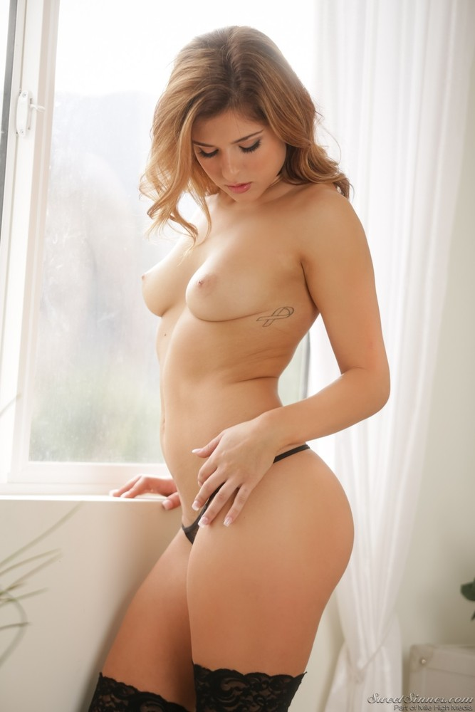 Sexy naked leah