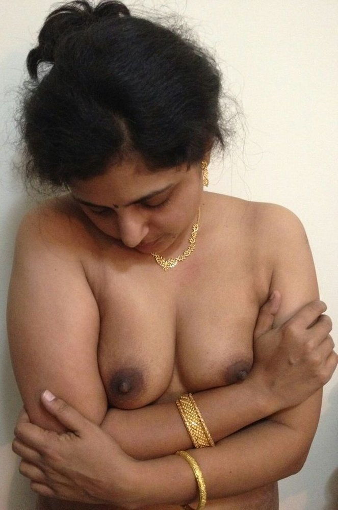 sexy-aunty-heard-nude-girls-naked-selfie