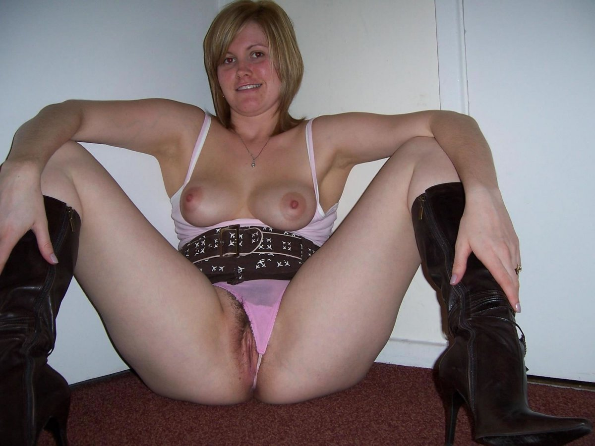 nude-girls-in-fuck-me-boots