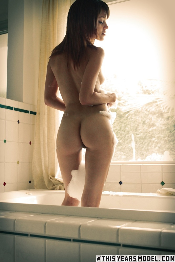 Ashley Doll And Her Perfect Body In The Bath Goodbye Tubecup 1