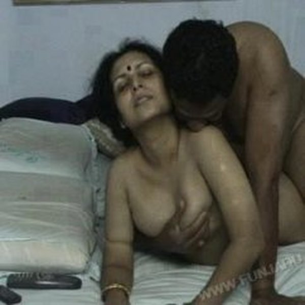 hot-aunty-sex-with-young-boy