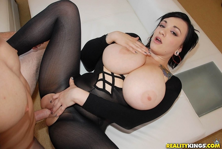 Shanygne busty french maidfuck sex with self