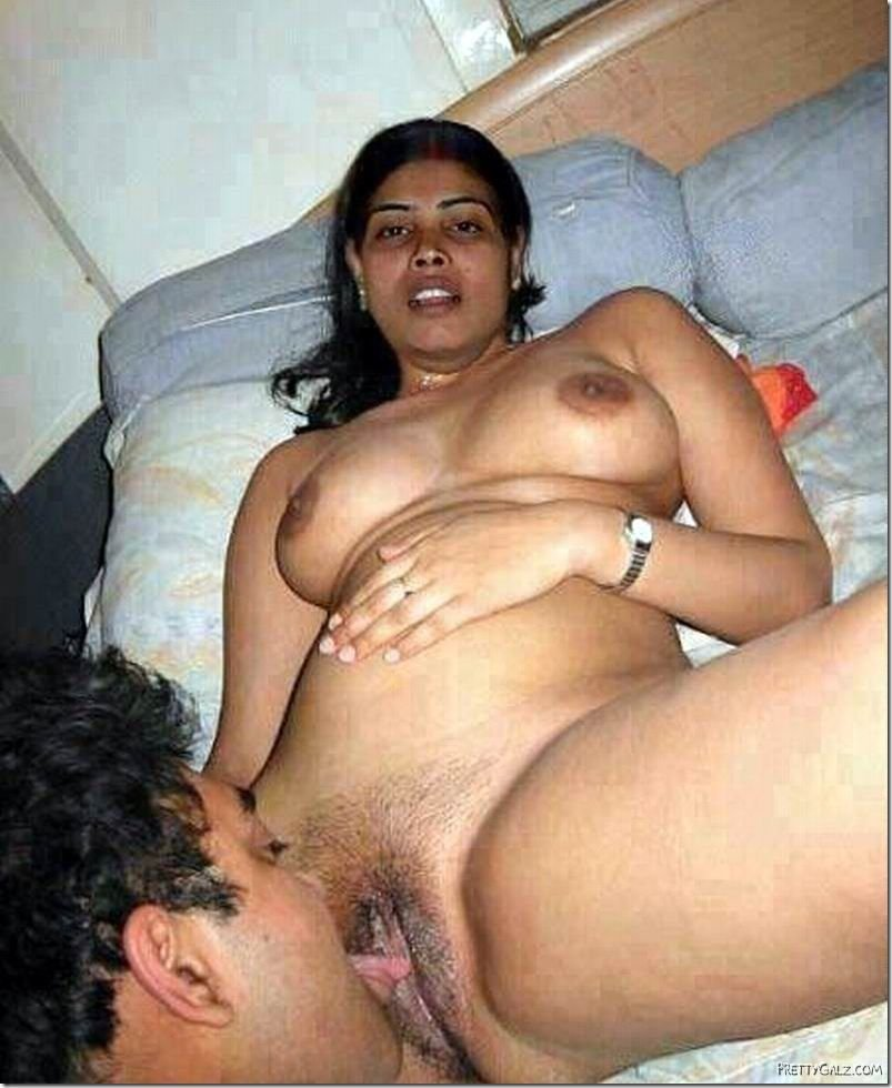 Kerela Nude Bhabhi Showing Her Boobs