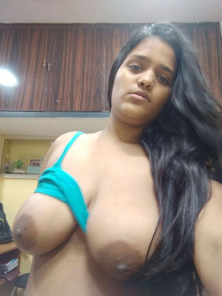 hot-desi-girl-with-big-tits-topless-cam-chloro-assault