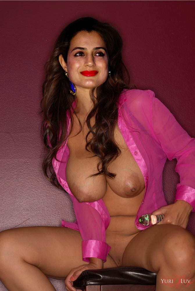 Amisha patel totally naked — img 3