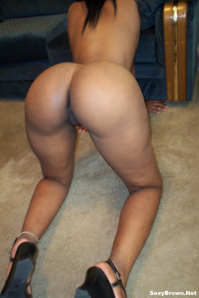 BIG BROWN BOOTY PRETTY NAKED really