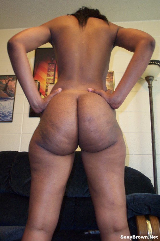 Sexy Brown Shows Off Her Perfect Naked Butt, Photo Album -7818