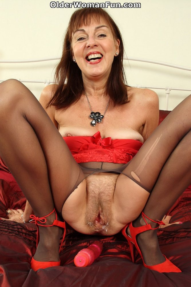 62 Year Old Uk Granny Geogie Nylons Fucks Herself With -2898