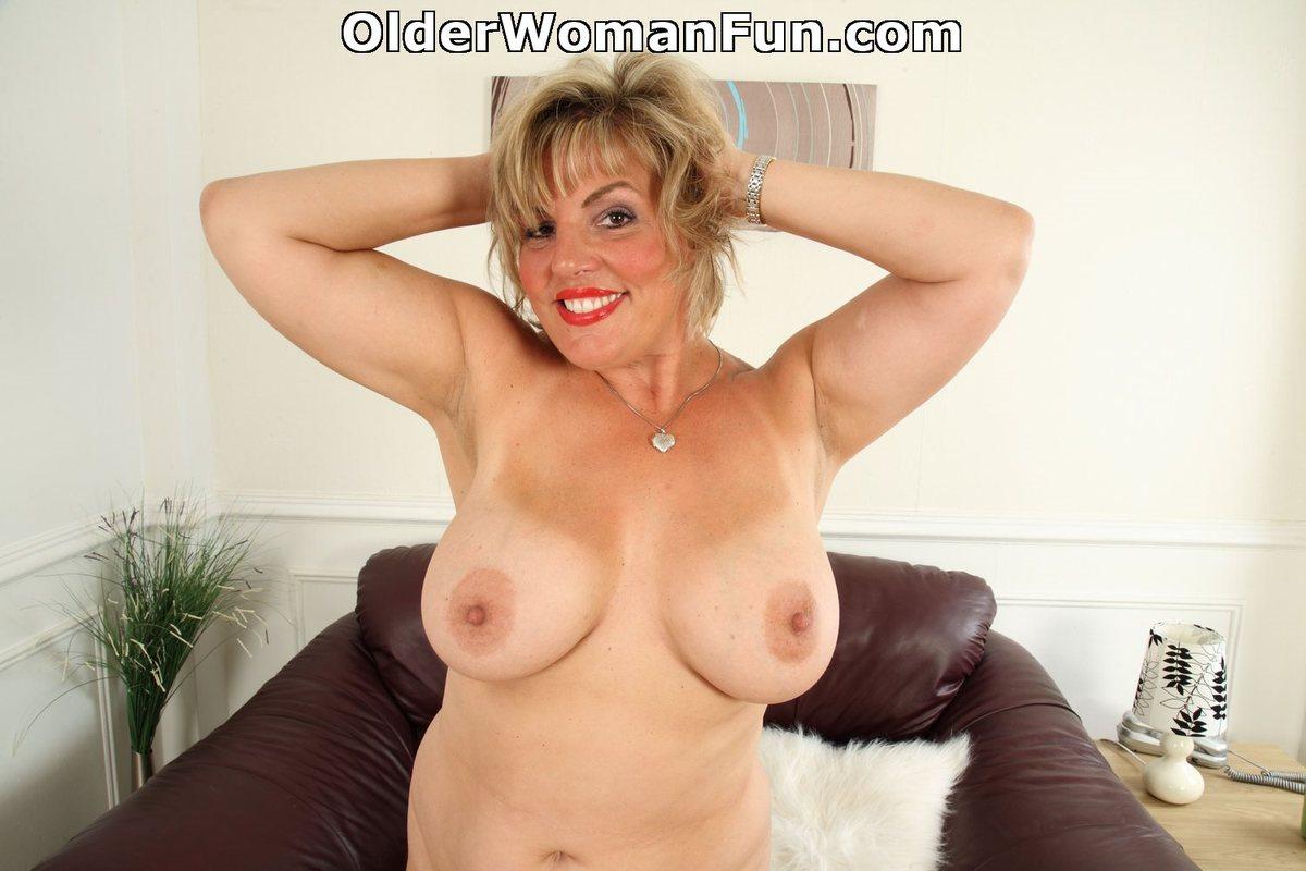 44 Year Old British Milf Danielle Shows Her Natural Big -2283