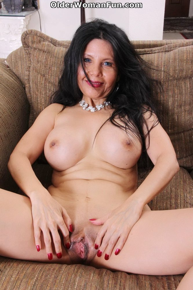 Amatur mom opps first anal