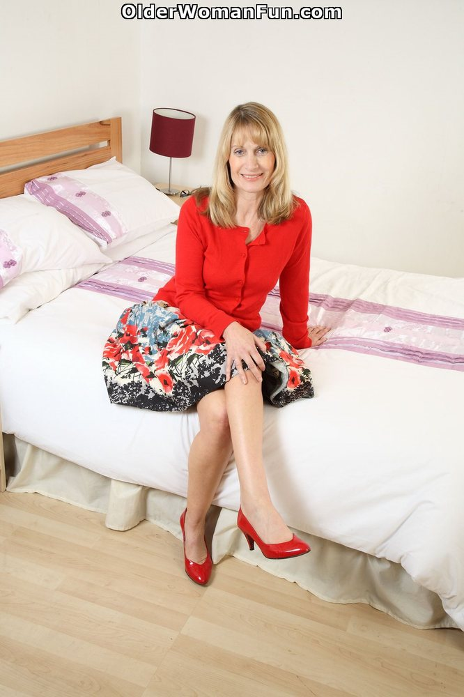 57 Year Old Uk Gilf Ila Jane Strips Off Her Clothes, Photo -9758