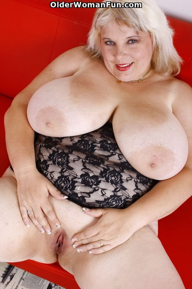 38 Year Old Bbw Juliana Shows Off Her Huge Tits, Photo -2450
