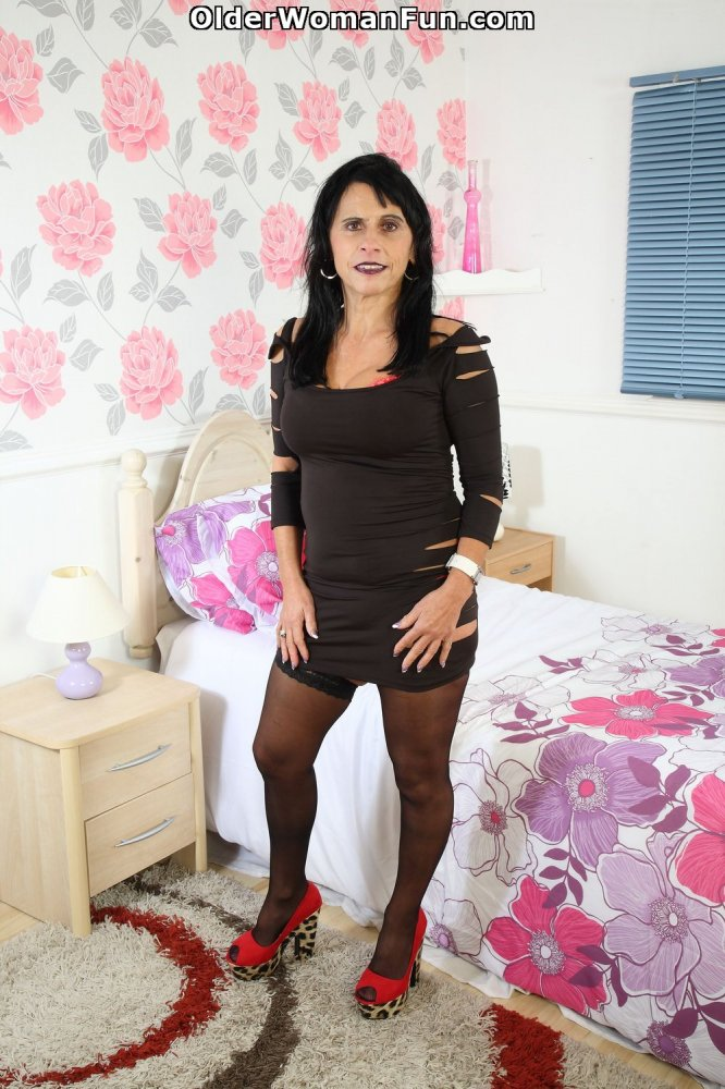 newman-actress-british-sexy-milfs-girl-and-guy
