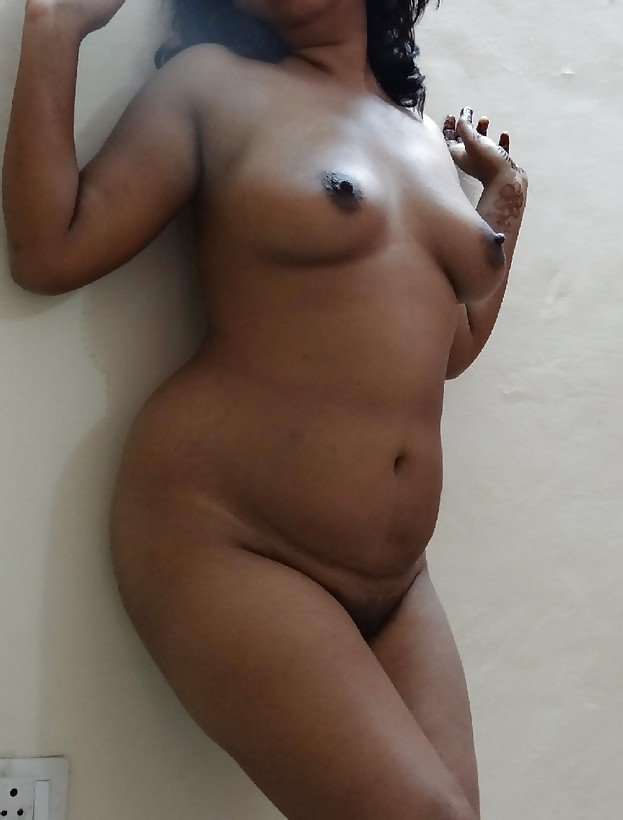indian-chubby-babe-nude