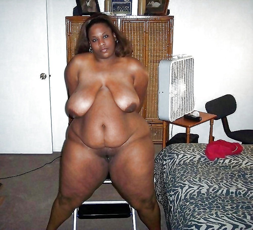 black-chubby-woman-naked