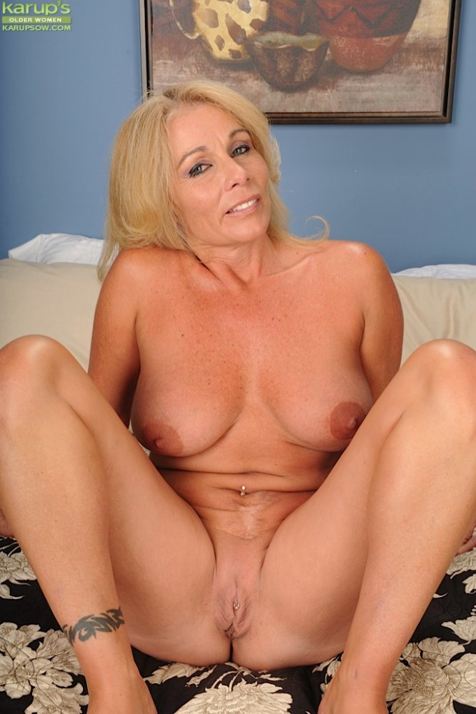 blond-mature-twattures-nude