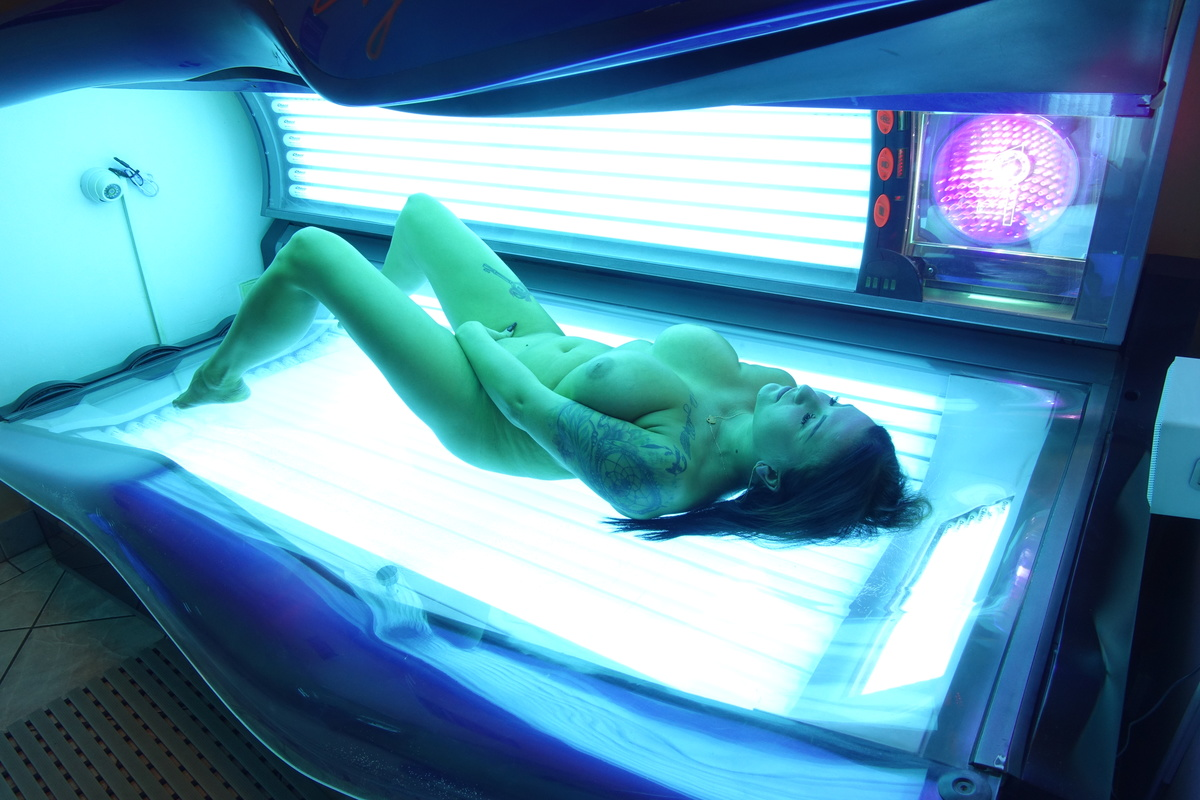 Nude tanning salons