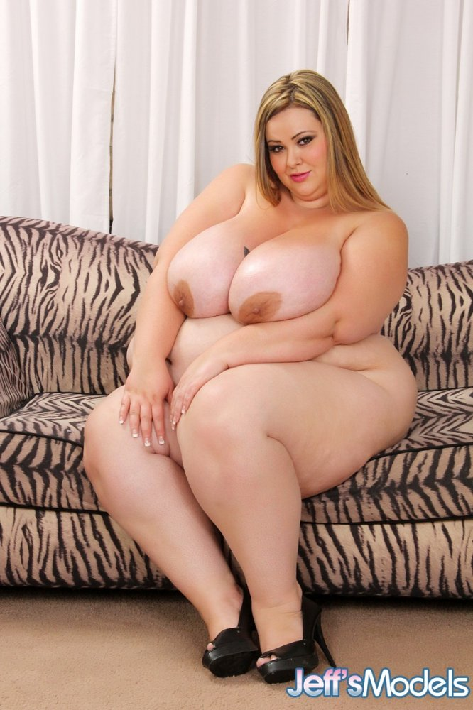 Allison busty bbw model