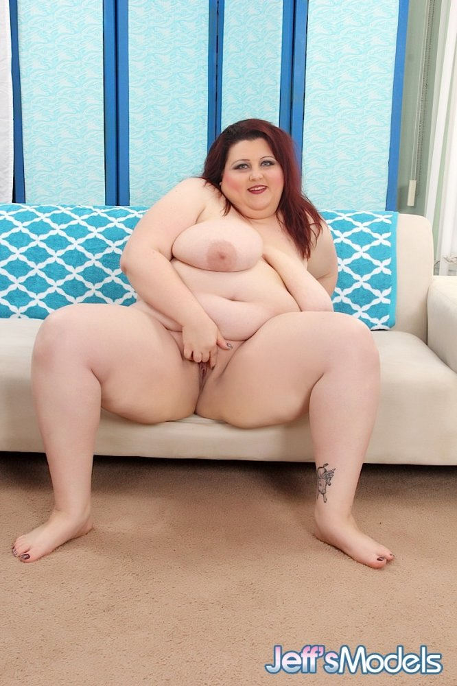 Plump woman naked — photo 3