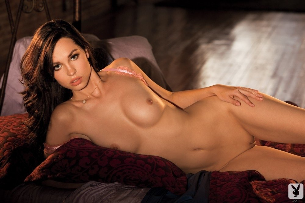 megan-henderson-completely-naked