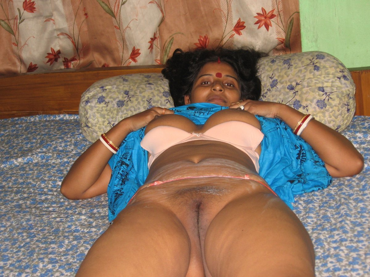 Indian Mature Desi Aunty Show Pussy And Boobs Selfie Clip Wowmoyback