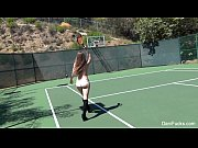 lindas jogando tenis peladas