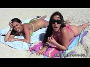 Picture 2 culonas muy zorras en la playa