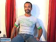 Picture Kamel, a sexy mature sport arab guy get wank...