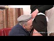 Picture Papy recoit une bonne pipe de femme de menag...