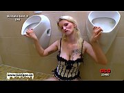 Picture Blondie babe Mia loves to get her pretty fac...
